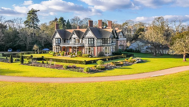 12 magnificent manor houses for Country living magazine uk recipes