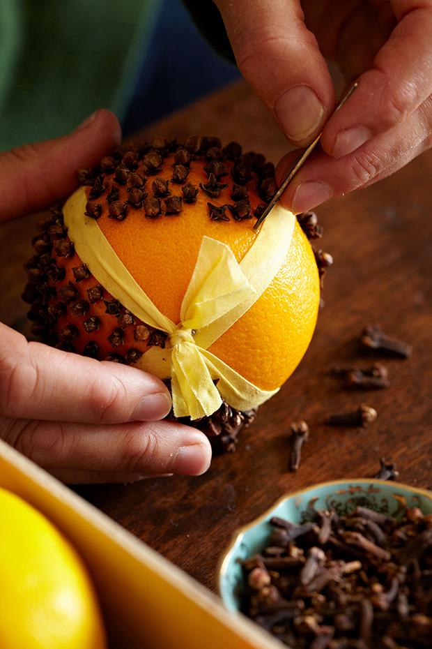 How to make a pomander for Country living magazine uk recipes