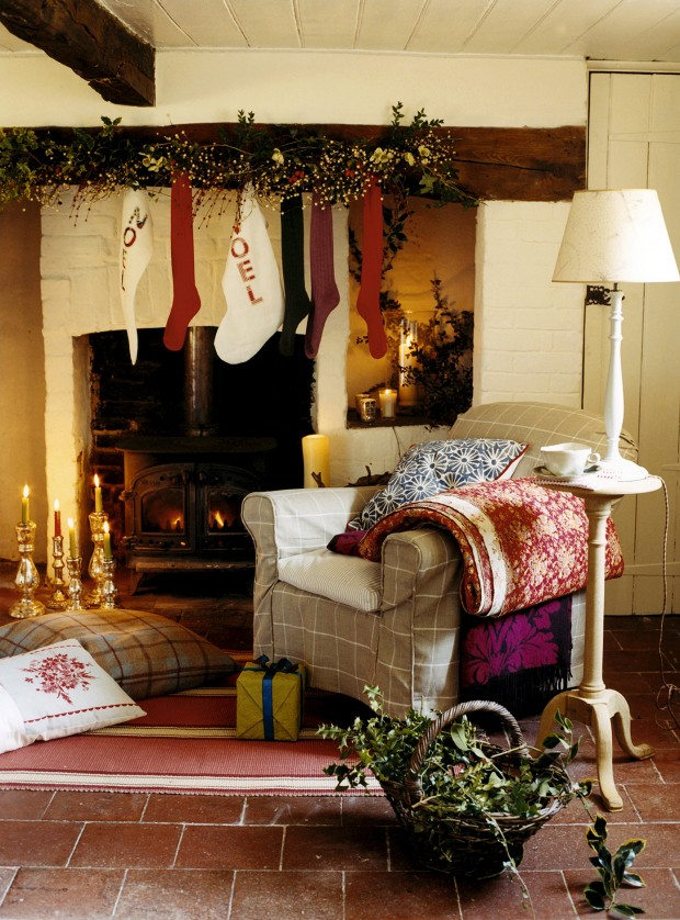 How to decorate a christmas fireplace for How to decorate a fireplace for christmas