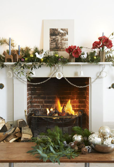 4 ways to decorate a christmas fireplace christmas for Christmas garland on fireplace