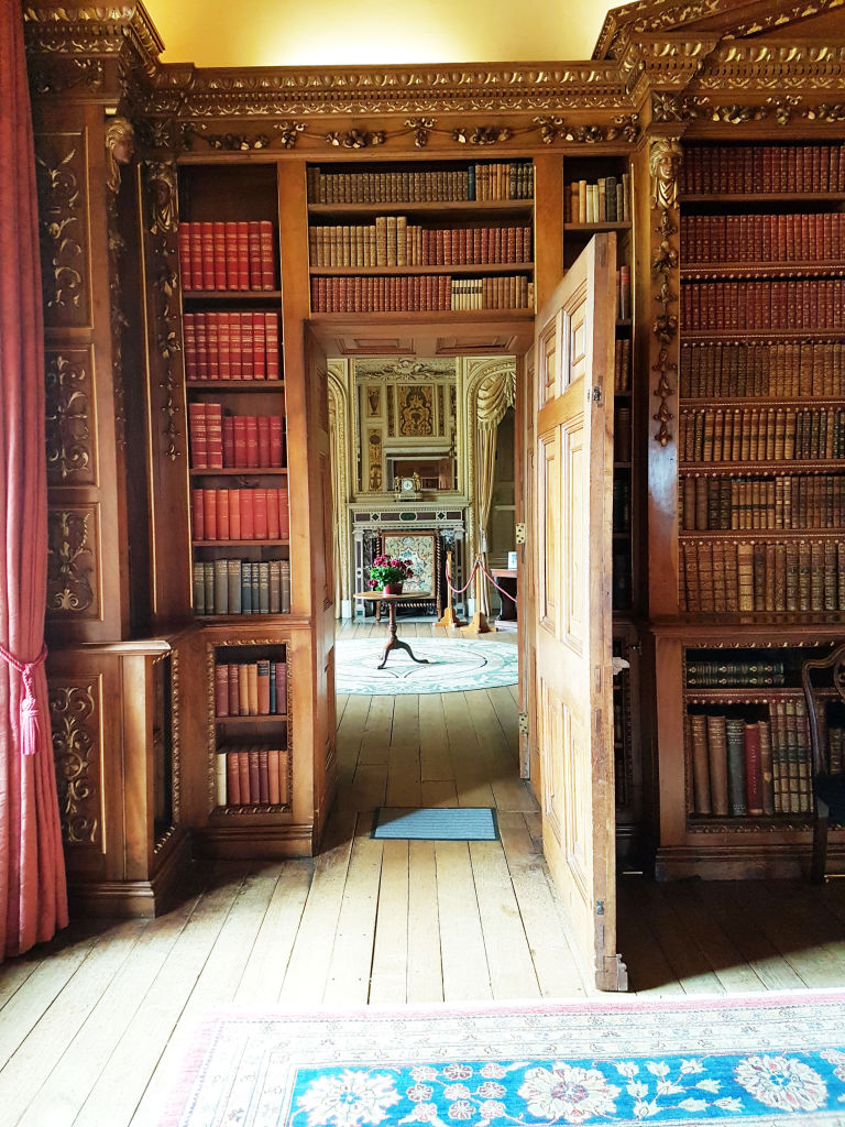 decorating tips from the real life downton abbe highclere castle highclere castle doorway