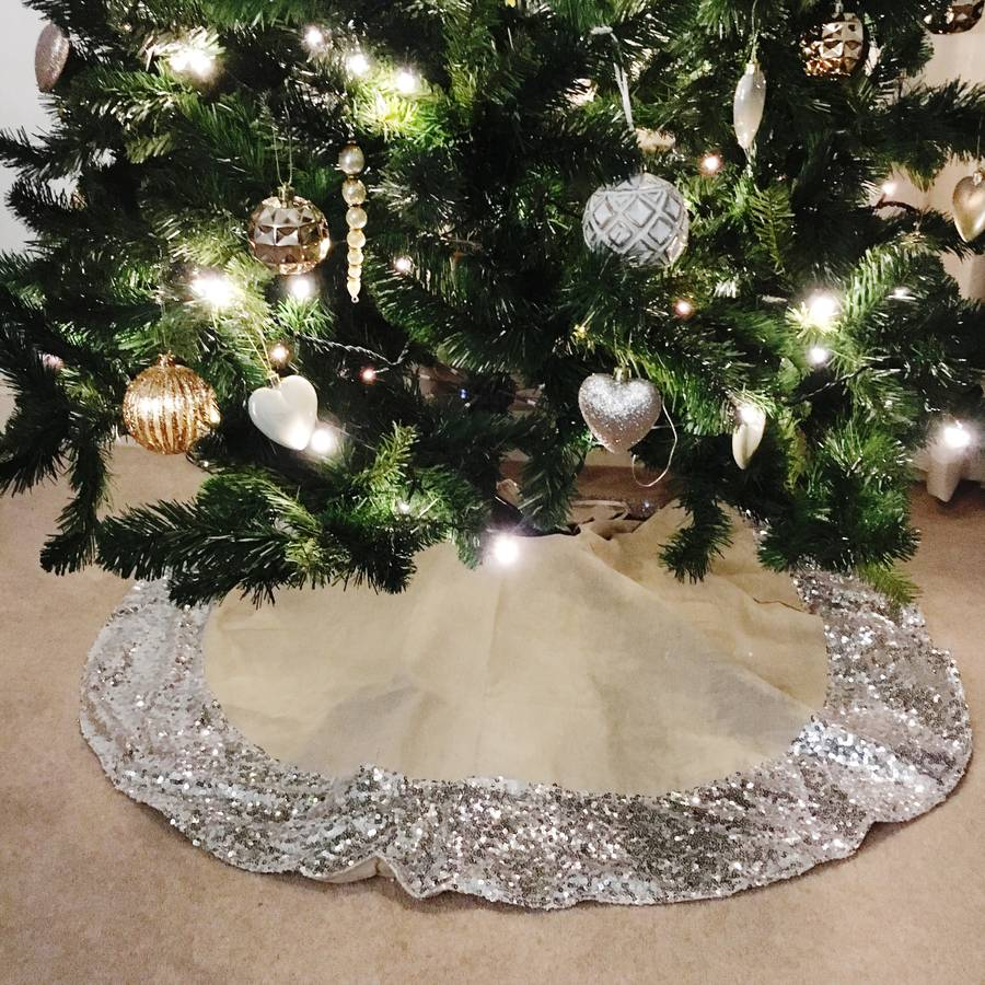 Best Christmas tree skirts - Wicker willow and silver Christmas tree skirts