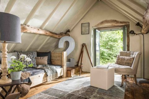 this 16th century rough luxe holiday barn offers a slice of rustic paradise in the malvern hills. Black Bedroom Furniture Sets. Home Design Ideas