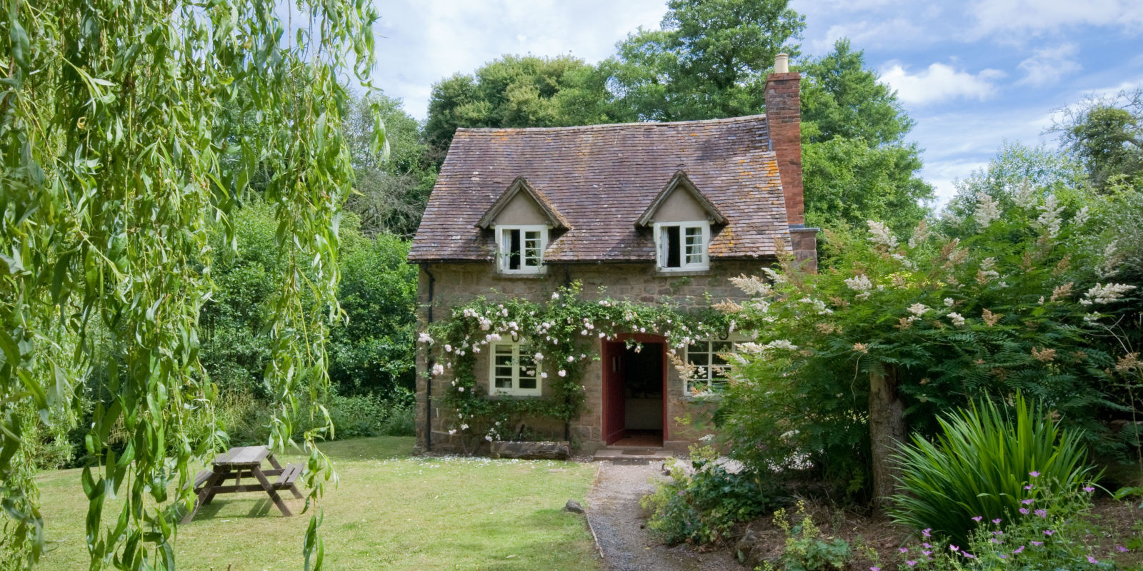 This quintessential english country cottage from national for Country cottage house