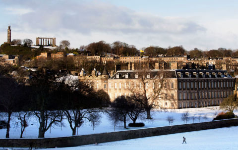 snow in holyroodhouse scotland